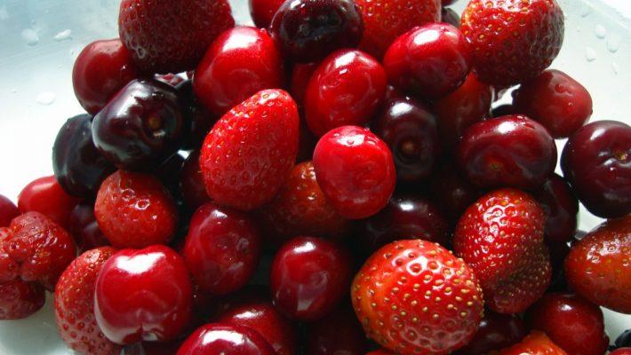 Alimentação saudável com frutas vermelhas