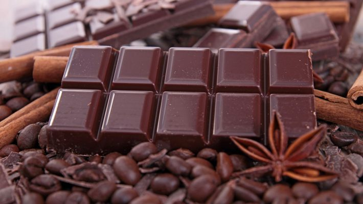 Você gosta de chocolate amargo? Conheça os benefícios dessa maravilha!
