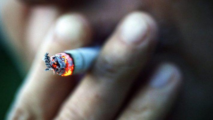 Basta fumar um cigarro por dia para aumentar o risco de morte prematura